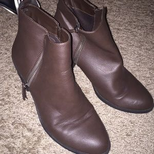 Brown double zip booties!